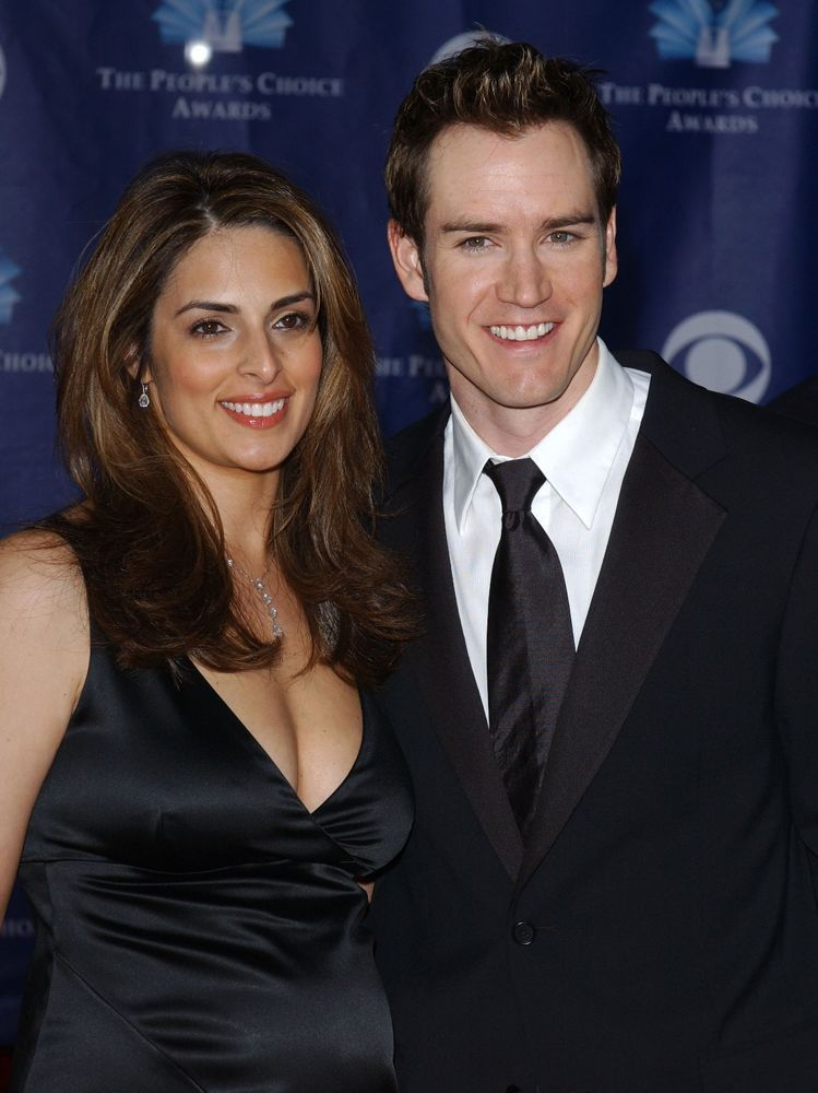 lisa-ann-russell-and-mark-paul-gosselaar-pretty-smiling