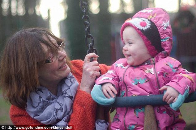 2b2c7e8700000578-3187745-cara_grace_and_her_family_wanted_to_help_their_mother_kim_pictur-a-40_1438938210619