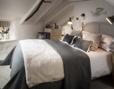 self-catering thatched cottage near St Agnes in Cornwall